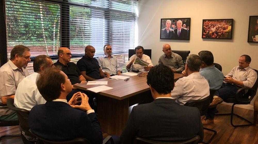 Marcelo Miranda encontra-se com dirigentes da CBV em vistoria para Liga das Nações de Voleibol