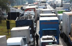 Caminhoneiros na BR 116, Rodovia Régis Bittencourt   REUTERS/Leonardo Benassatto