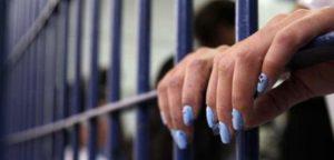 Polícia Militar prende mulher foragida da justiça em Paranaíba