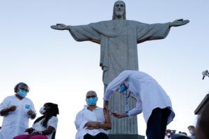 Rio dá início à vacinação contra a covid 19 aos pés do Cristo