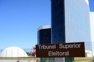 TSE rejeita cassação por suposto disparo de mensagens nas eleições